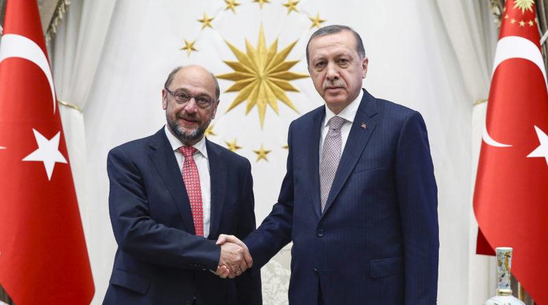 Recep Tayyip Erdogan et Martin Schulz.